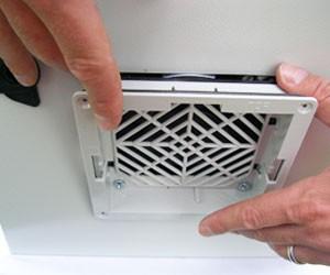 Schraubenlose Schnellmontage (Schutzart IP 54 ohne bohren, kerben und schrauben)