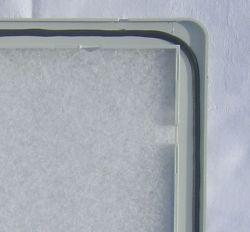Geschäumte Gummidichtung in Deckel integriert